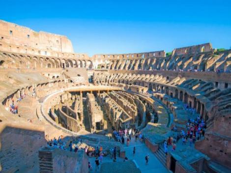 Rome Hop-on/Hop-off Double Decker Bus Tour plus Skip-the-Line Colosseum Entry