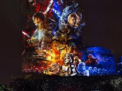 Die Season of the Force kommt zurück ins Disneyland Paris! Heben Sie diesen Winter im Disneyland Paris ab in eine weit, weit entfernte Galaxie…