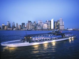 Gratis Fensterplatz bei jeder Bateaux New York Dinner Cruise!