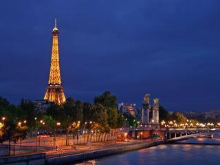 Dinner im Eiffelturm, Seine Cruise & Moulin Rouge