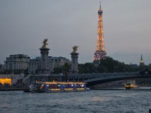 Dinner im Eiffelturm & Seine Cruise
