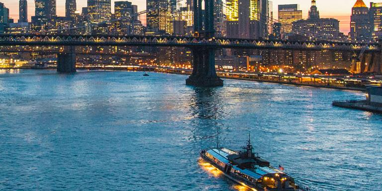Gratis Glas Champagner bei jedem New York Dinner Cruise