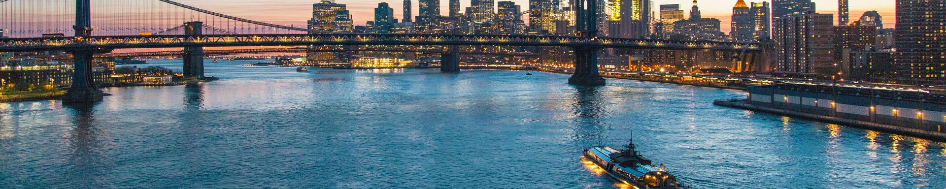 Gratis Fensterplatz bei jedem Bateaux New York Dinner Cruise!